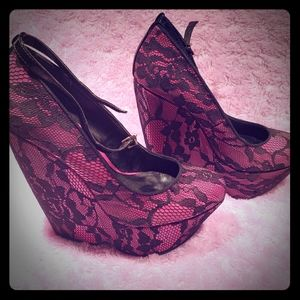 Aldo pink with black lace shoes